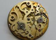 Die-ehrwuerdige-Schoenheit-eines-alten-Taschenuhrwerkes-002