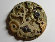 Die-ehrwuerdige-Schoenheit-eines-alten-Taschenuhrwerkes-006